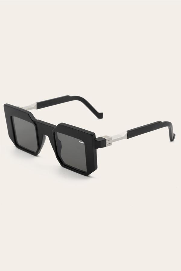 MODEL-BLACK-LABEL0010-2